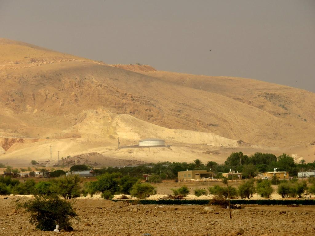 Vallée du Jourdain : réservoirs d'eau pour les colons. Mai 2014